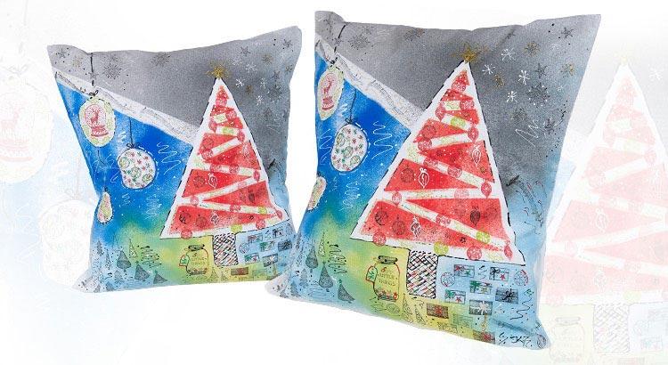 vánoční polštář zdobený textilními razítky a barvami