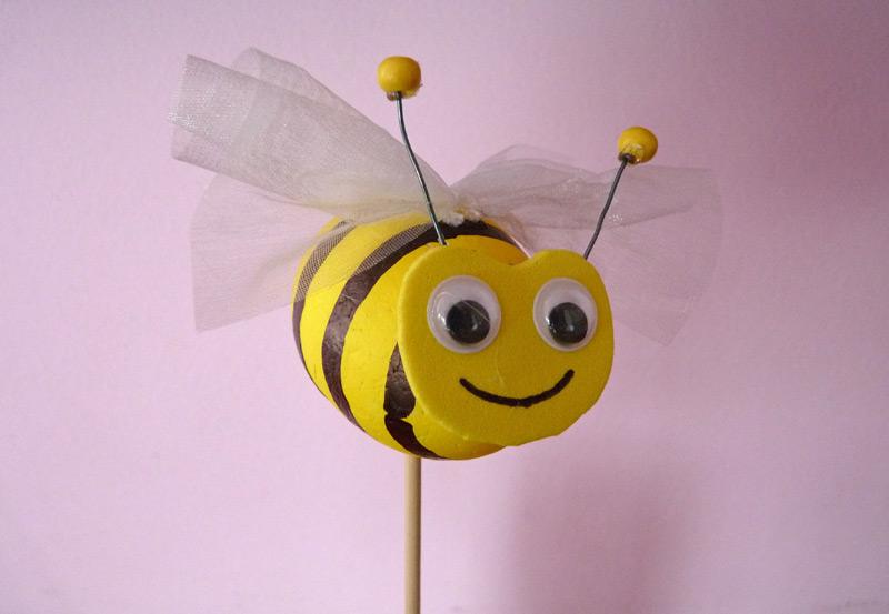 Hotová včelka