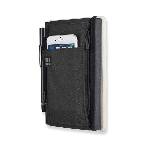 Tool belt na zápisník Moleskine - ukázka s mobilním telefonem