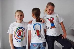 Vlastní tričko vybravené voskovkami na textil Pentel