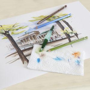 Kresba s použitím akvarelových pastelek a štětce se zásobníkem na vodu