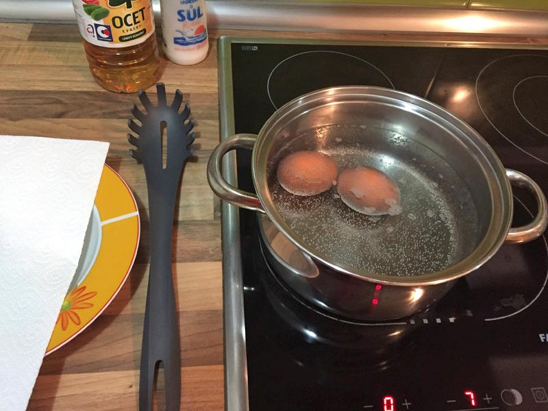 vajicka voskovkami - 2 vareni