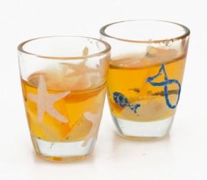Svícen ve skleničce zdobené glitrovým lepidlem