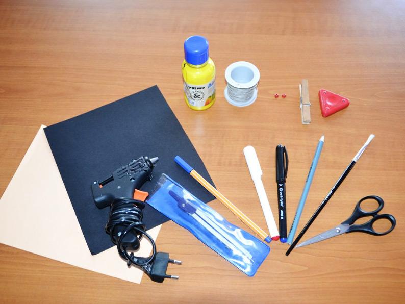 Potreby na vyrabeni - od tužky po tavnou pistoli