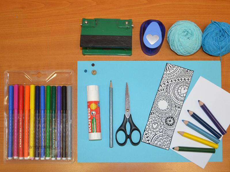 Výtvarné potřeby na výrobu knižní záložky