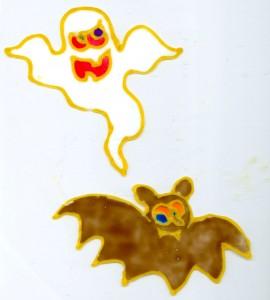 strašidlo a netopýr nakreslení na okně