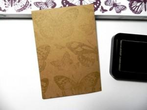 valentýnské přáníčko - zlatý papír s razítky motýlů