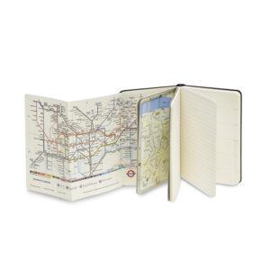 Zápisník Moleskine City s rozložnými dopravními trasami města