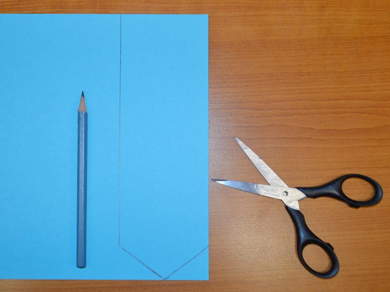 Naměřený papír, tužka a nůžky