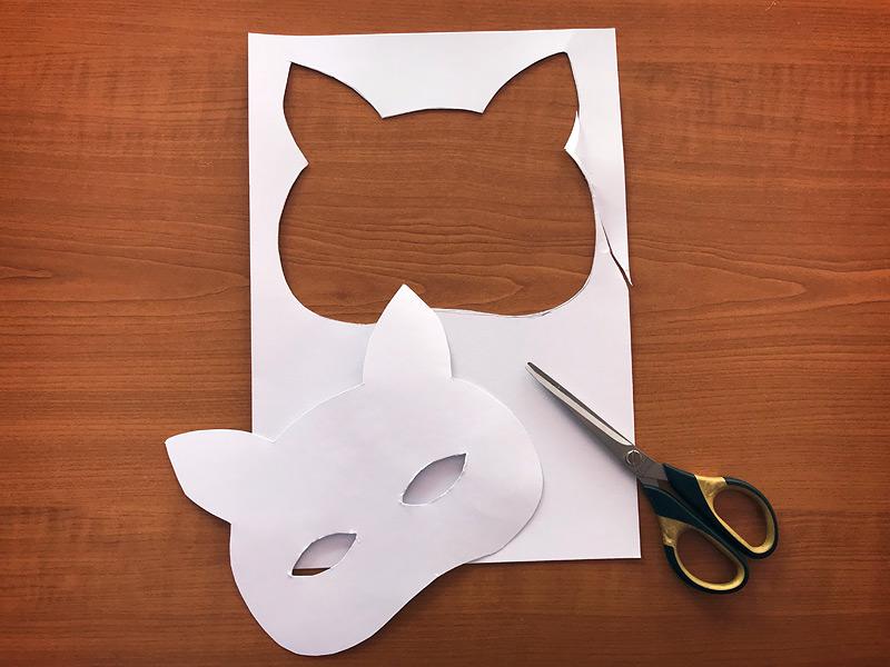 Vystřižení papírové šablony lišky