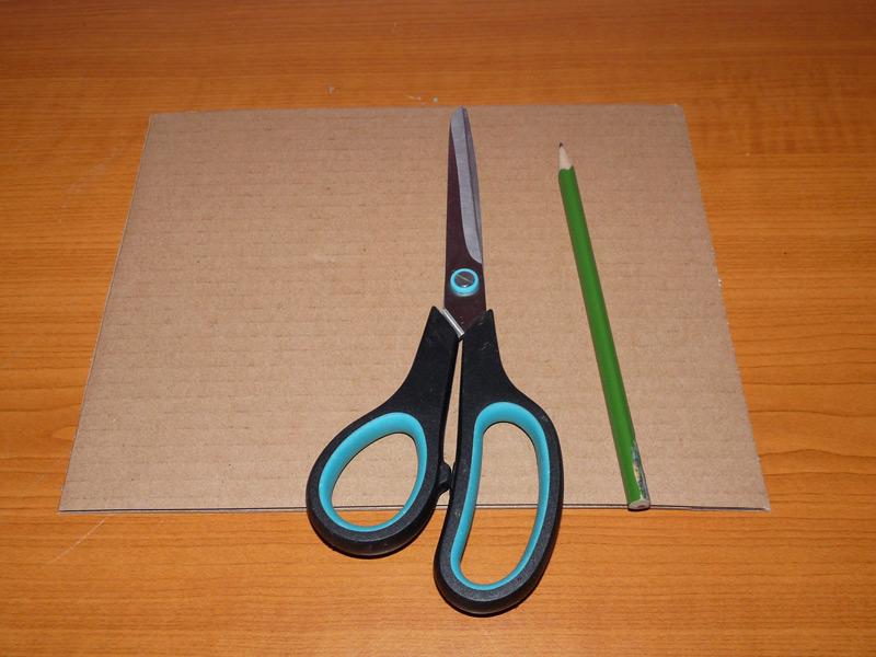 karton, nůžky a tužka