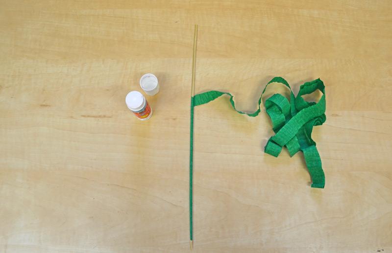 špejle obtočená zeleným krepovým papírem