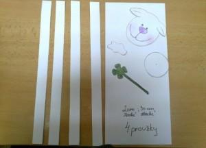 nastříhané proužky z papíru