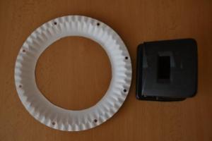 proděravění kruhu z papírového talířku
