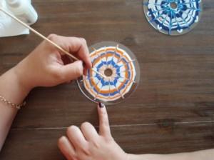 Propojování barev na CD do tvaru kytičky