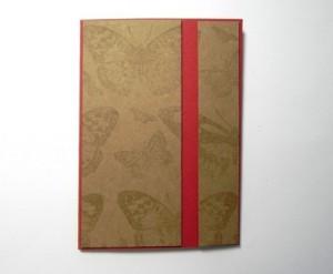 nalepení zlatého papíru na papír červený