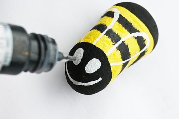detail 3D oka včelky