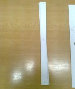 proužky z papíru s dírkou