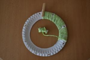 obmotání kruhu bavlnkou na základ lapače snů