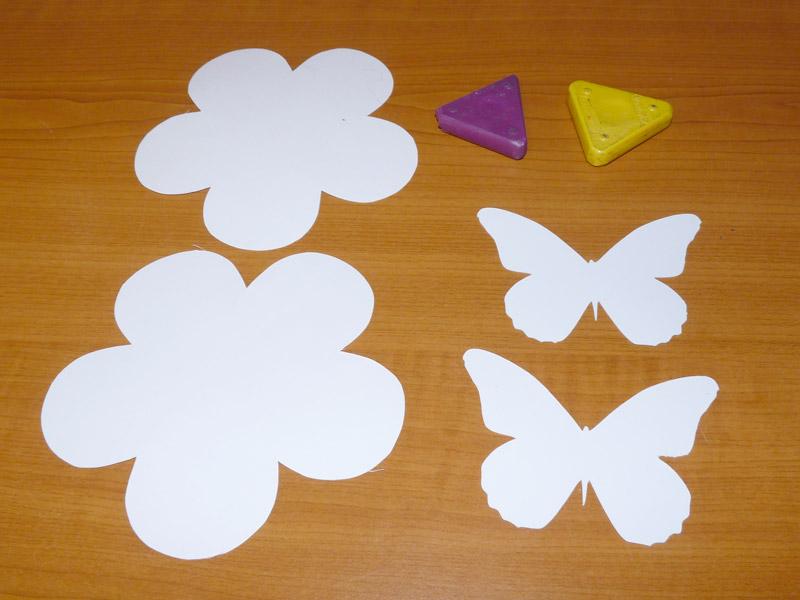květina a motýl vystřižení z papíru