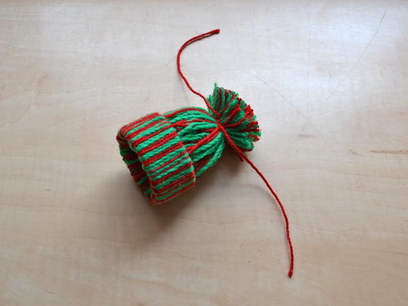 Svázání bavlnek do tvaru kulíšku