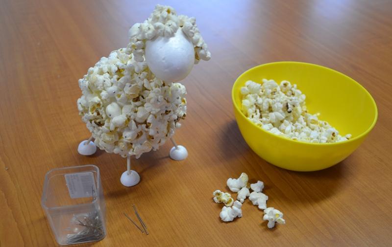 Zdobení hlavičky popcornem
