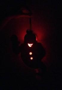 Rozsvícený duch ve tmě