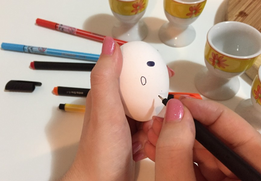 velikonoční vajíčko helllo kitty postup