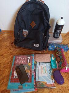 školní batoh Walker Pure a školní potřeby sedmačky