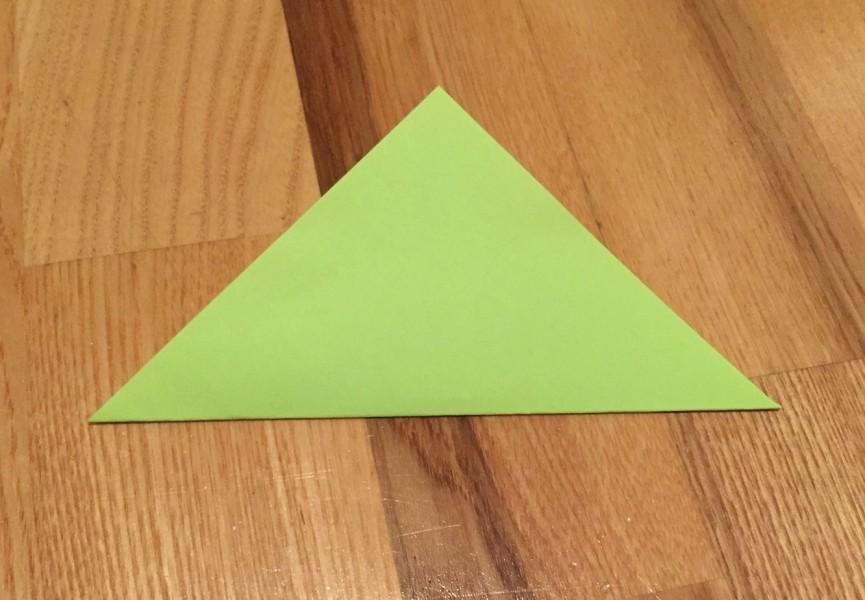 Přeložení papíru do tvaru trojúhelníku