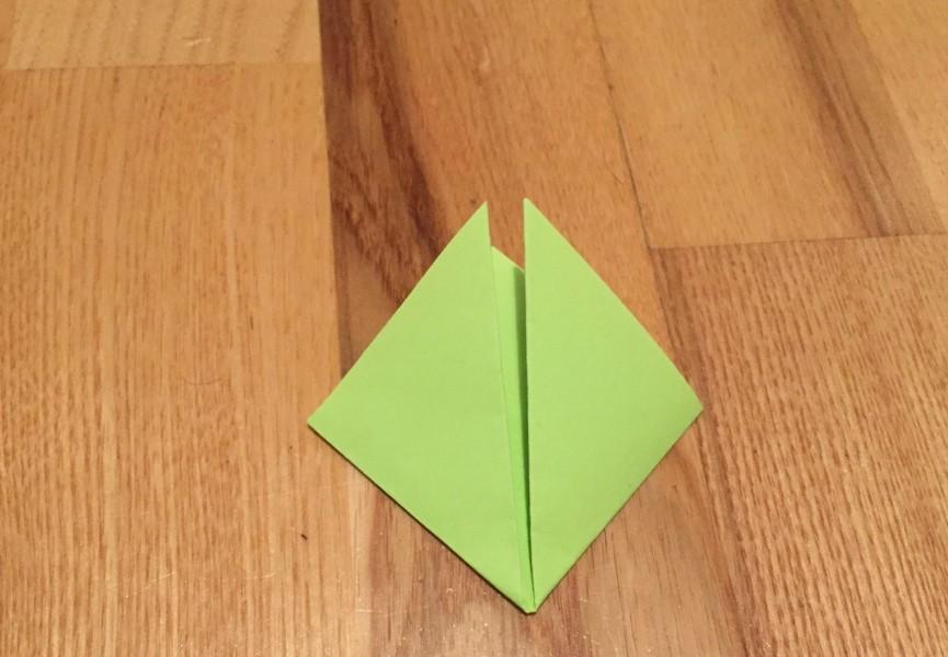 přeložení papíru do tvaru kosočtverce