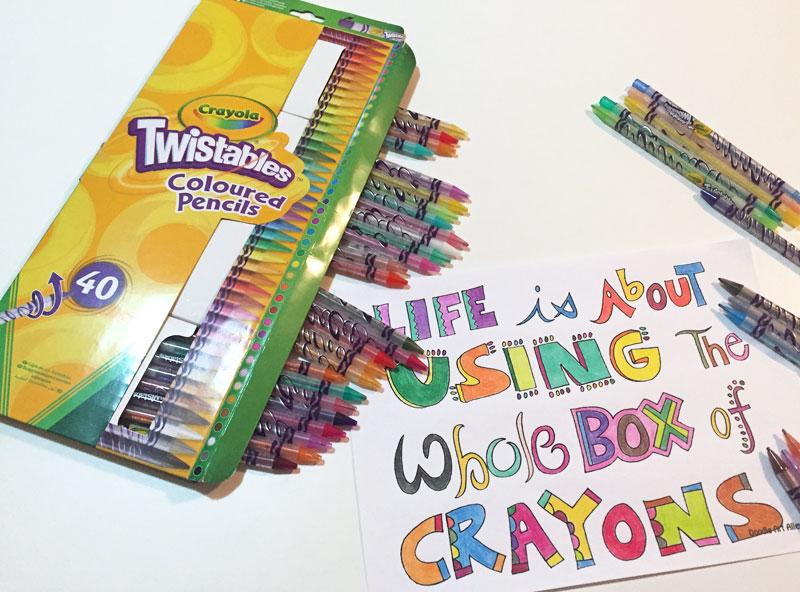 sada twistablíci crayola a napsaný text