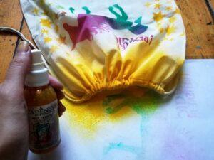 Použité textilních sprejů Cadence na školní vak