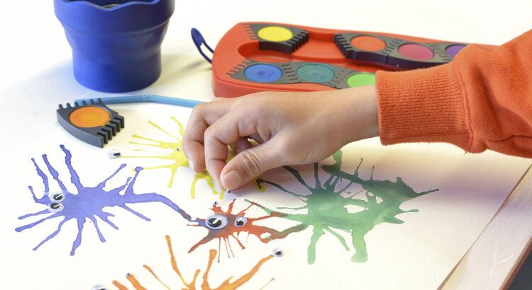 Píšerky z cákanců vodových barev Faber-Castell