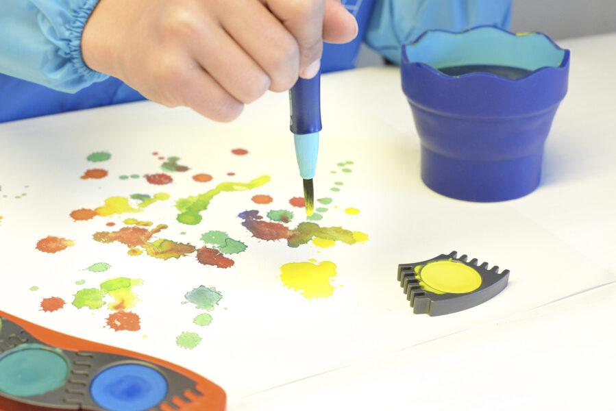 Tvoření obrázku pomocí kaněk vodovými barvami Faber-Castell Connector