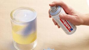 stříkání akrylovým sprejem Edding na vázu