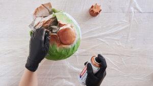použití akrylového spreje Edding na závěsnou dekoraci