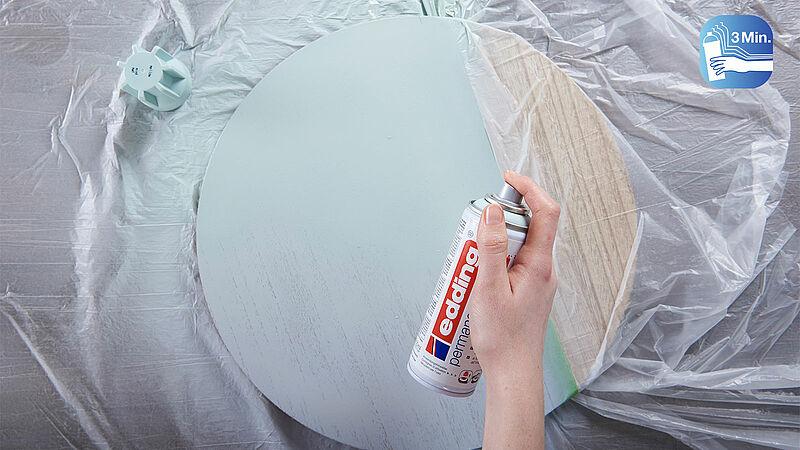 3 minuty třepat před použitím akrylového spreje Edding