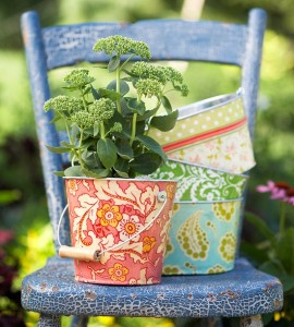 Decoupage zdroj: bhg.com - květináč na židli