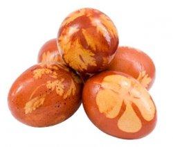 Vajíčka barvená v cibulových slupkách - zdobení velikonočních vajíček