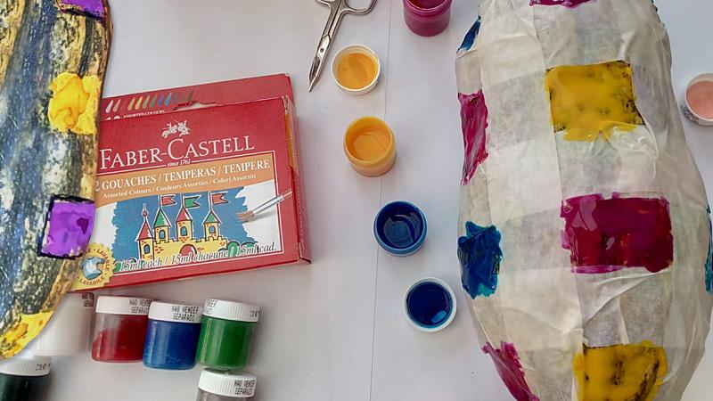 Tvoření čtverečků na dýni za pomoci lepenky a temper Faber-Castell