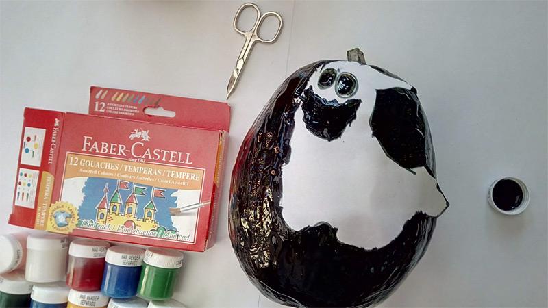 Dýně pomalovaná černou temperou Faber-Castell