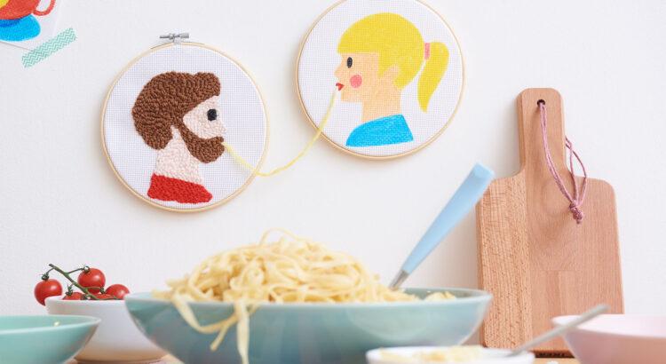 obrázky na zeď nakreslené textilními popisovači Edding