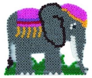 slon ze zažehlovacích korálků Hama