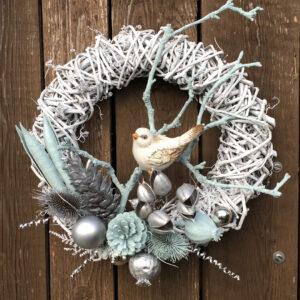 Vánoční věnec na dveře s ptáčkem