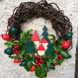 Vánoční věnec na dveře s přírodními materiály