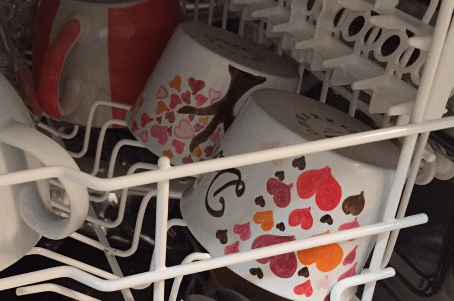 namalovaný porcelán v myčce