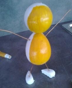 nabarvení broučka žlutou barvou