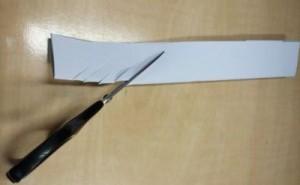 nastřihávání proužku papíru